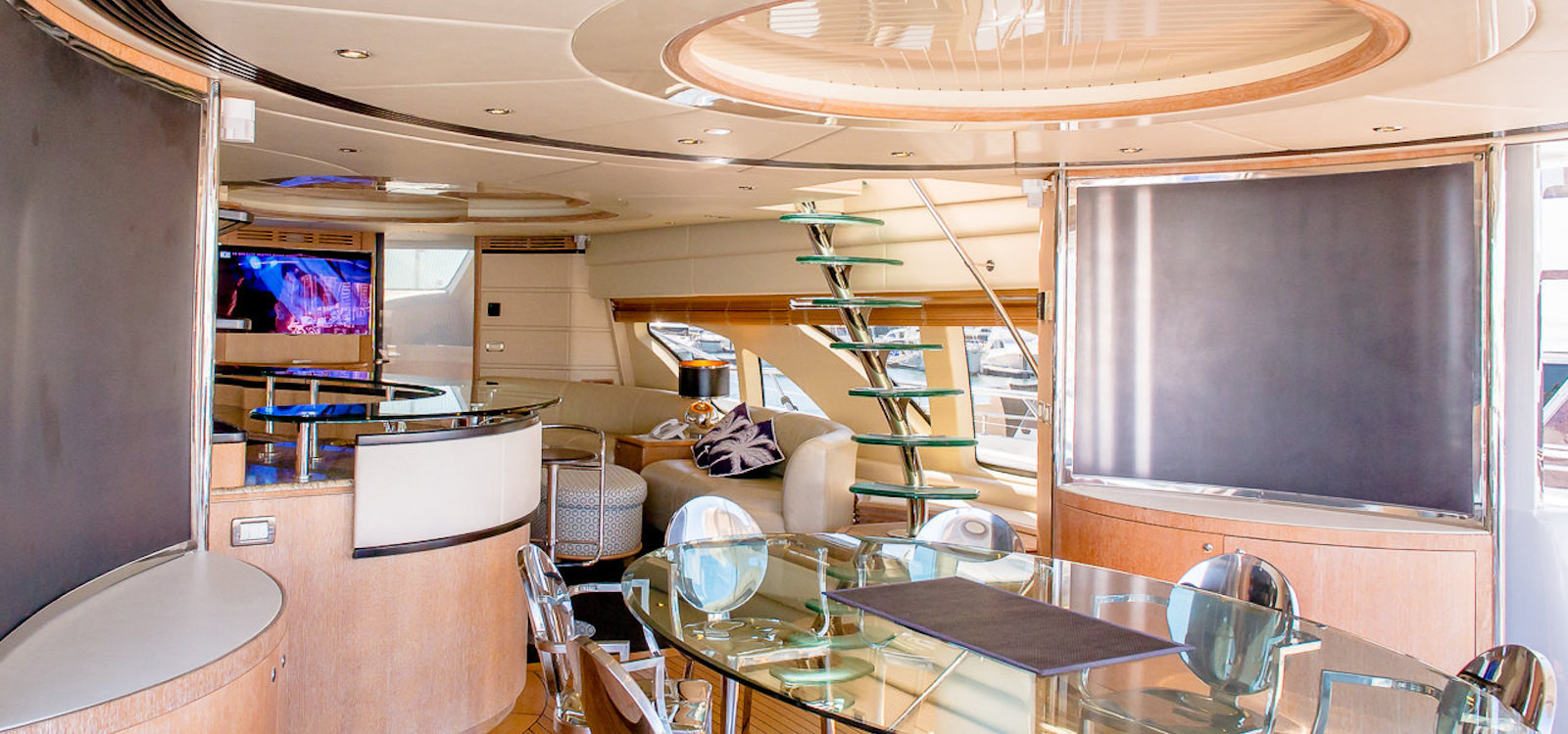 Lounge and dining on Seven Star luxury boat hire